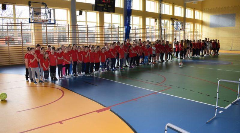 Nasi uczniowie na Powiatowej Halowej Olimpiadzie MDP i DDS